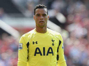 Spurs re-sign Vorm