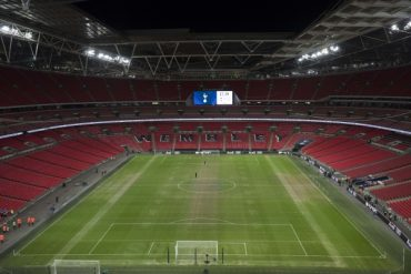 Former Spurs 'keeper compares Wembley pitch to potato field