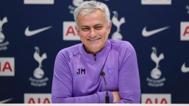 "Mourinho ""happy"" with transfer business"